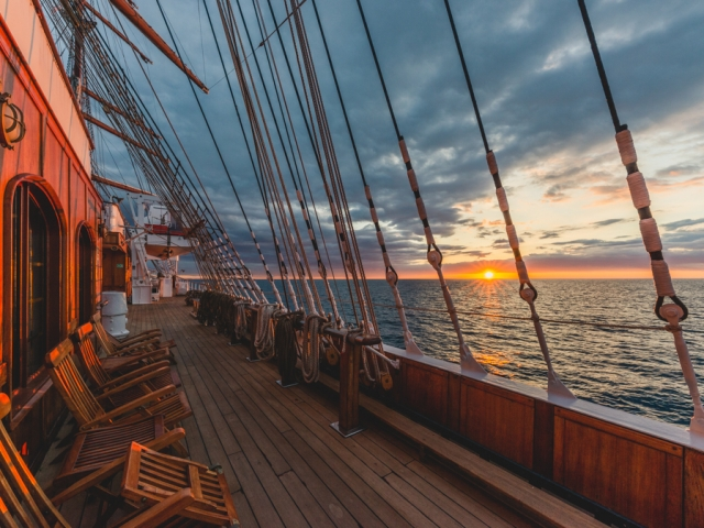Sonnenaufgang an Bord der SeaCloud 2 auf dem Mittelmeer. Foto: Kerstin Bittner
