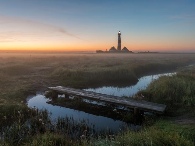 Westerhever Leuchtturm zum Sonnenaufgang. Foto: Kerstin Bittner