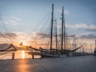 Eckernförder Hafen zum Sonnenaufgang. Foto: Kerstin Bittner