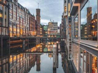 Bleichenfleet in Hamburg zur blauen Stunde. Foto: Kerstin Bittner