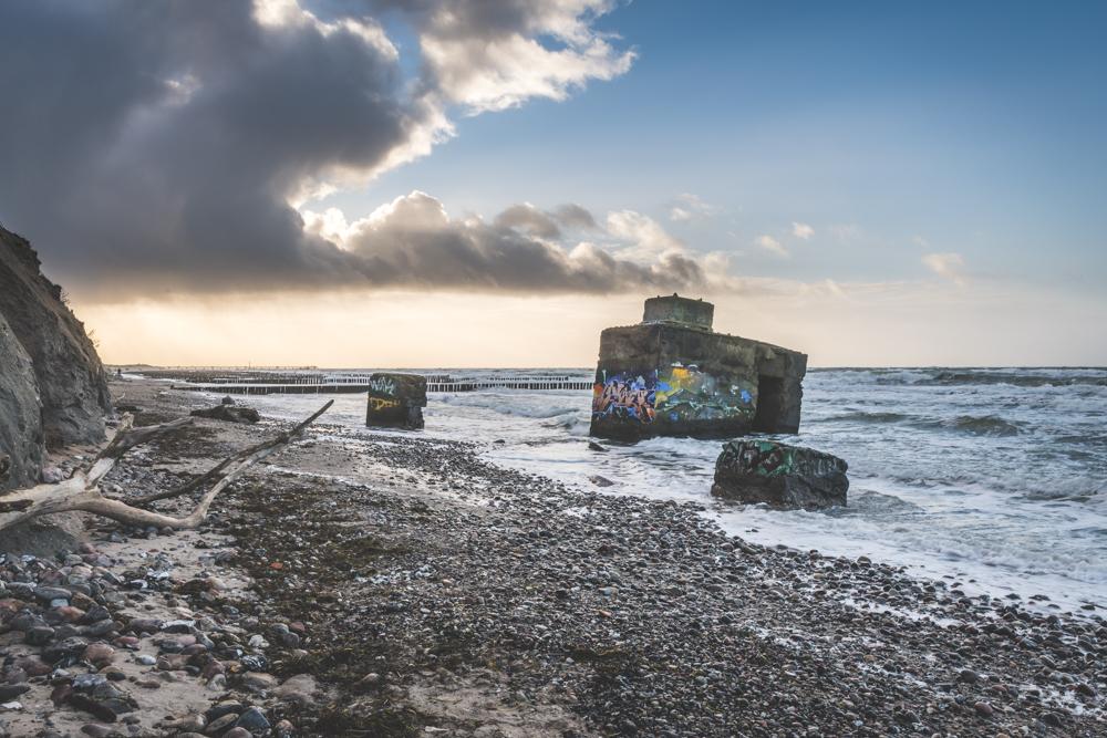 Bunker am hohen Ufer bei Wustrow. Foto: Kerstin Bittner