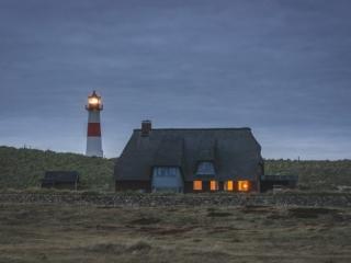 Leuchtturm am Ellenbogen auf Sylt zur blauen Stunde. Foto: Kerstin Bittner