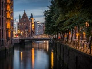 Holländischbrookfleet in Hamburg zur blauen Stunde. Foto: Kerstin Bittner