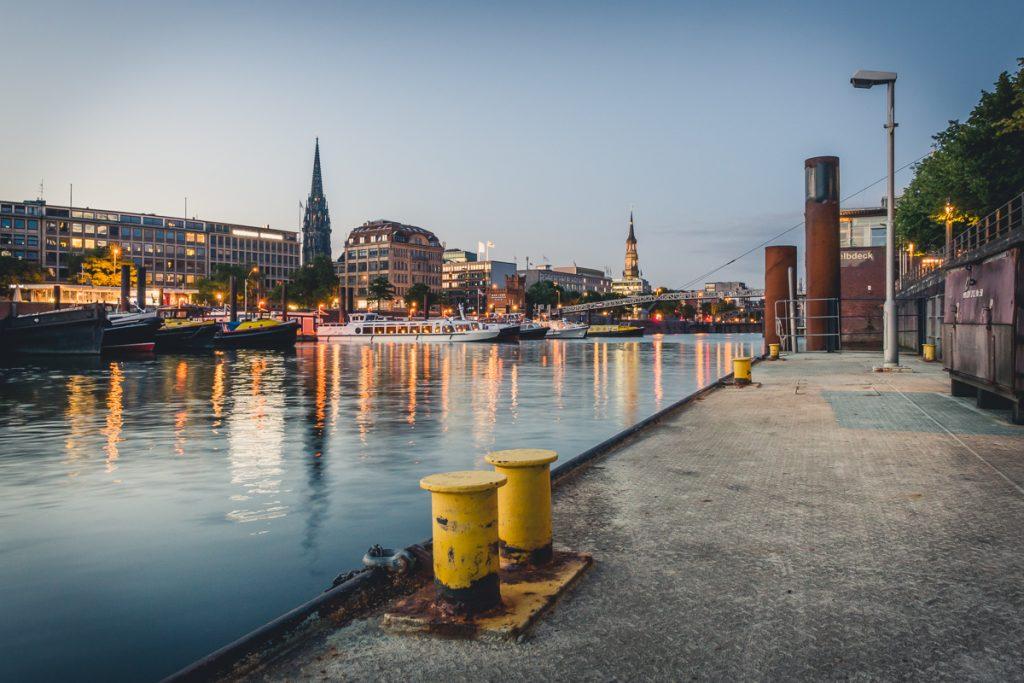 Binnenhafen in Hamburg zur blauen Stunde. Foto: Kerstin Bittner