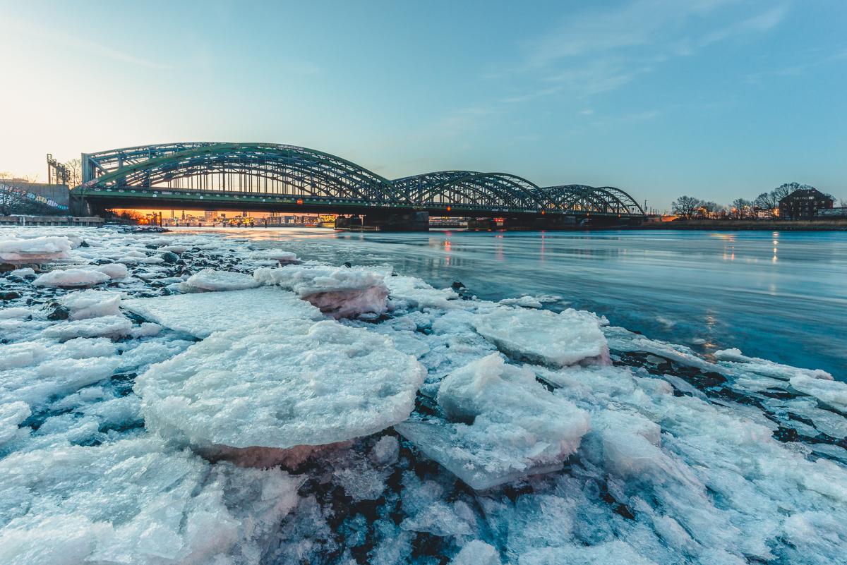 Eisgang vor den Elbbrücken in Hamburg. Foto: Kerstin Bittner