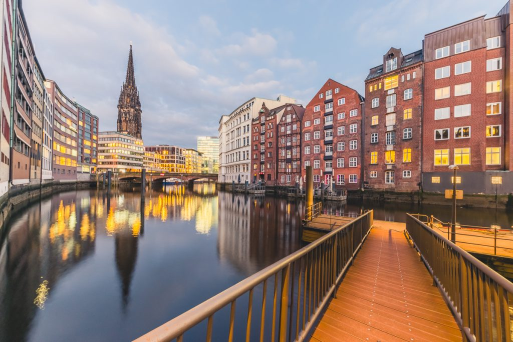 Nikolaifleet in Hamburg zur blauen Stunde. Foto: Kerstin Bittner