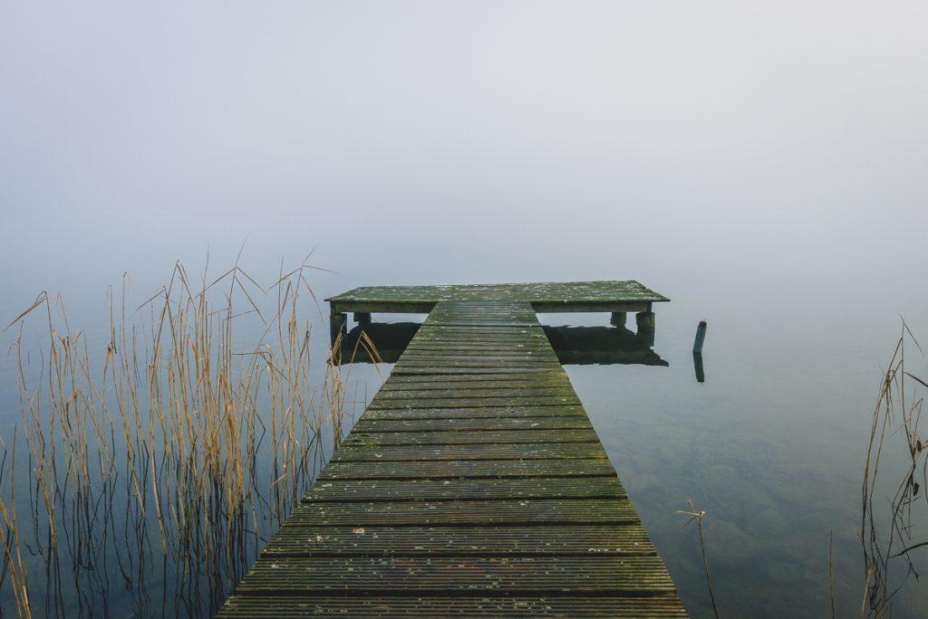 Anleger in Zarrentin am Schaalsee im Nebel. Foto: Kerstin Bittner