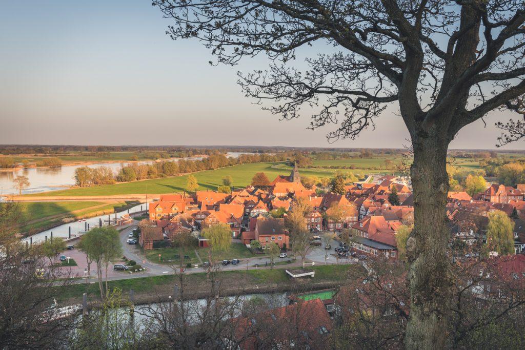 Blick vom Weinberg auf die Alststadt von Hitzacker. Foto: Kerstin Bittner