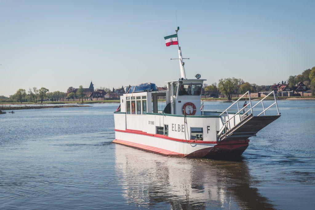 Personenfähre über die Elbe bei Hitzacker. Foto: Kerstin Bittner