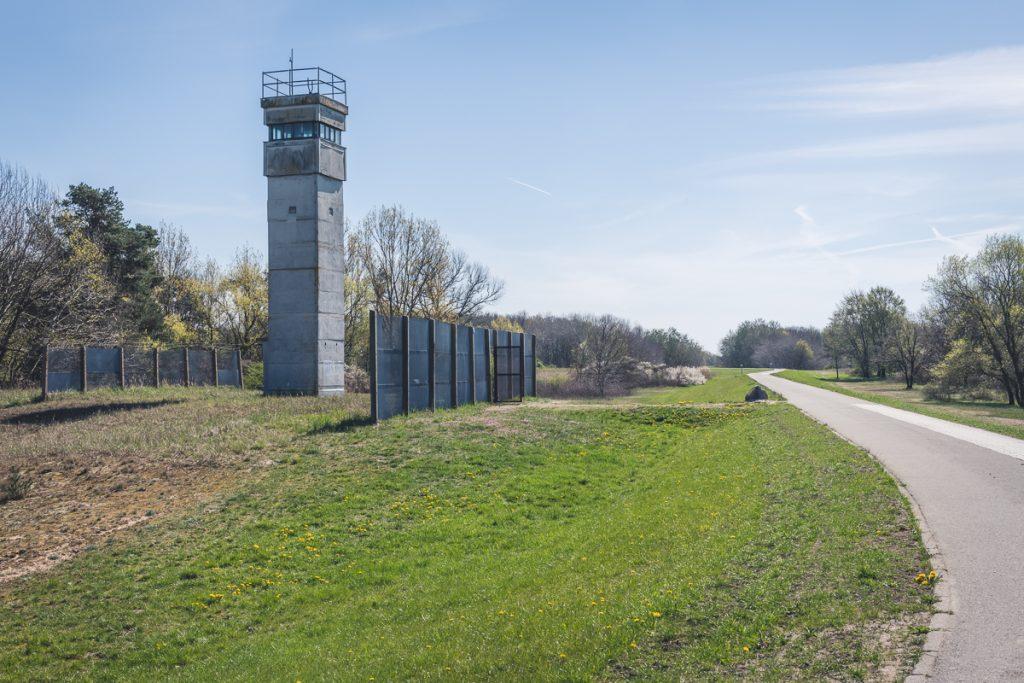 ehemaliger Wachturm an der innerdeutschen Grenze am Elberadweg. Foto: Kerstin Bittner
