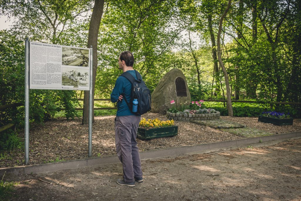 Gedenkstein für das KZ Wittmoor im Naturschutzgebiet Wittmoor. Foto: Kerstin Bittner