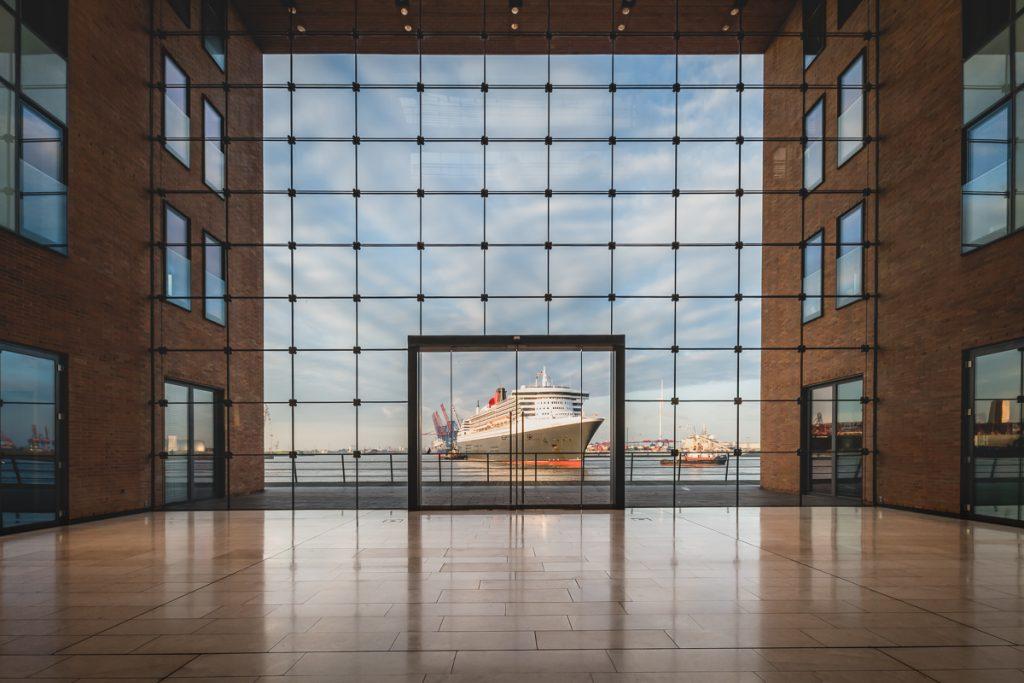 Kreuzfahrtschiff Queen Mary 2 im Hamburger Hafen. Foto: Kerstin Bittnerer