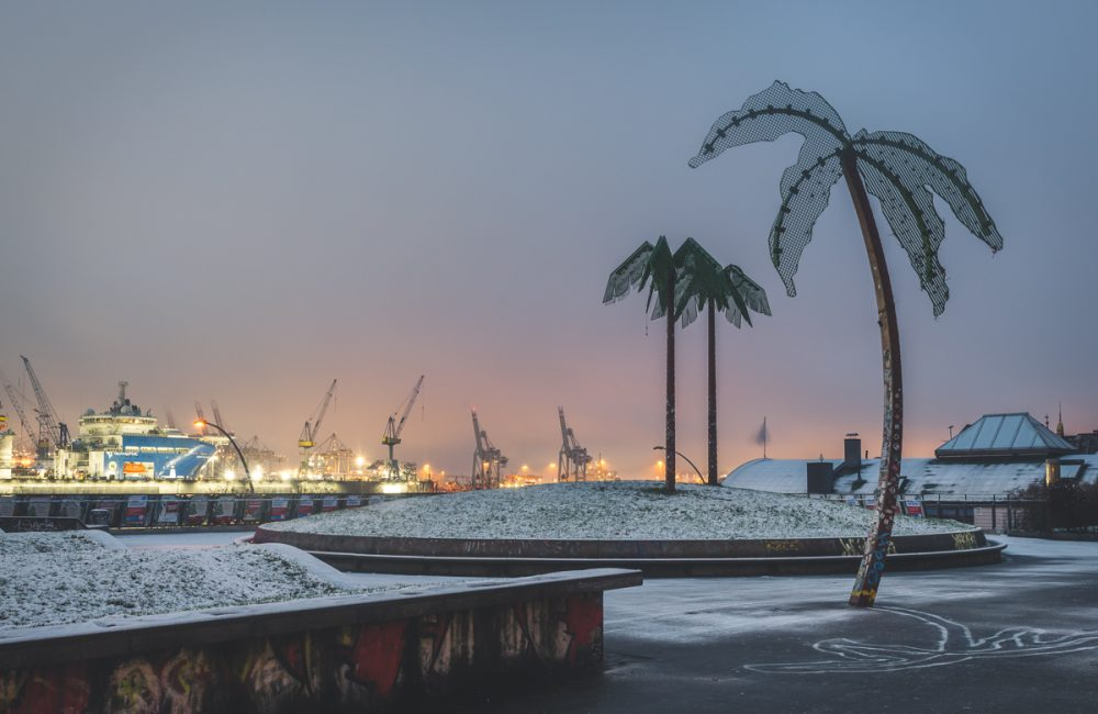 Park Fiction in Hamburg mit Schnee am frühen Morgen. Foto: Kerstin Bittner