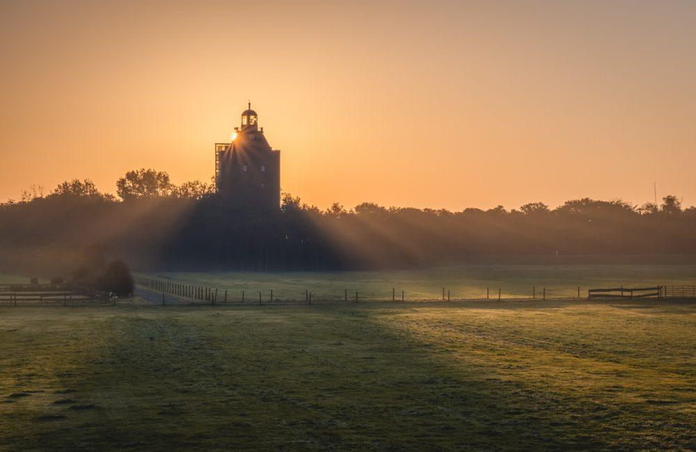 Sonnenaufgang am Leuchtturm auf der Insel Neuwerk. Foto: Kerstin Bittner